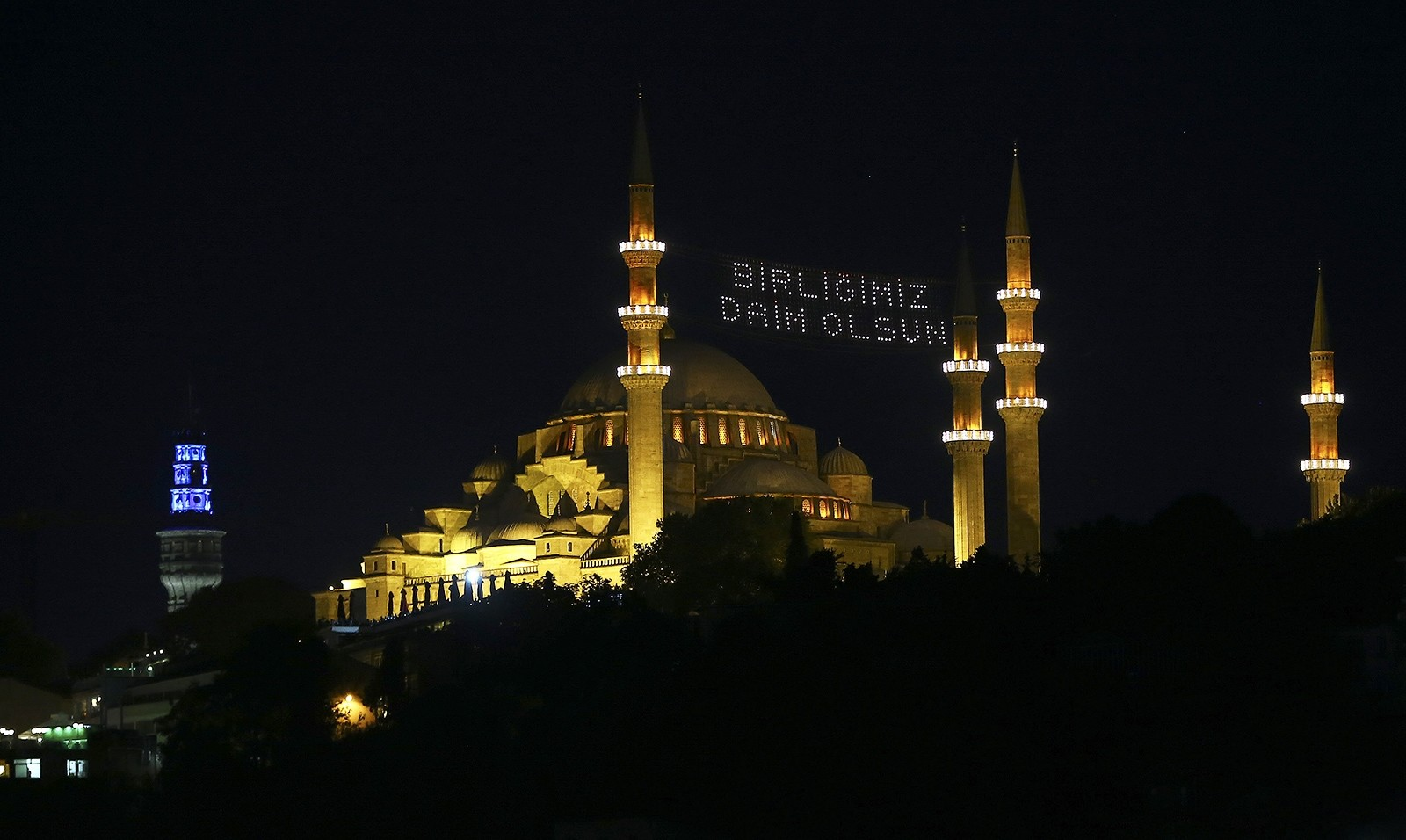 Glowing messages commemorating July 15 adorn historic mosques in Istanbul