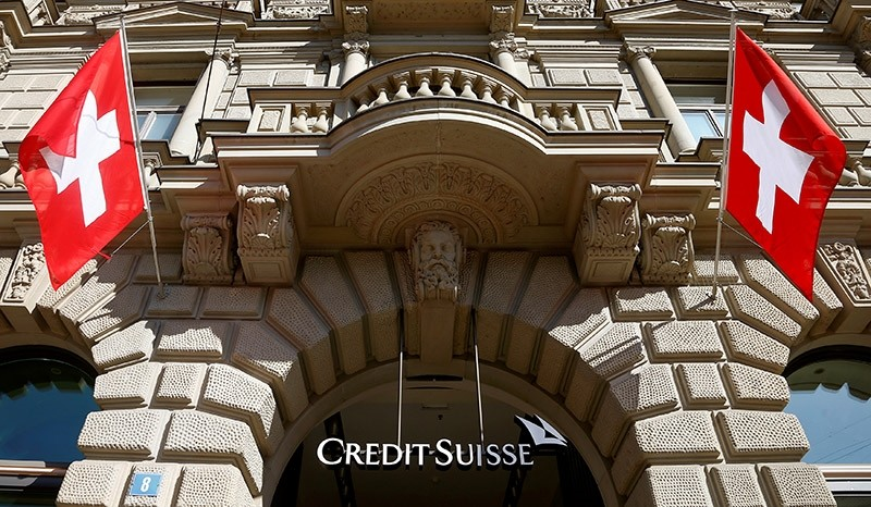 Switzerland's national flags fly beside the logo of Swiss bank Credit Suisse in Zurich, Switzerland April 24, 2017. (Reuters Photo)