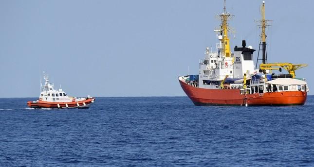 السفينة أكواريوس التي رفضت إيطاليا ومالطا استقبالها ما تسبب بأزمة دبلوماسية (AP)