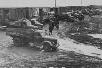 النظام السوفييتي أثناء ترحيله الآلاف من أتراك الأخاسكا بالقطارات إلى دول أخرى