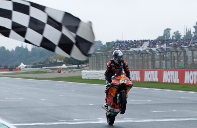 Moto3 KTM rider Can Öncü of Turkey crosses the finish line to win during the Motorcycle Grand Prix at the Ricardo Tormo circuit in Cheste near Valencia, Spain, Sunday, Nov. 18, 2018. (AP Photo)