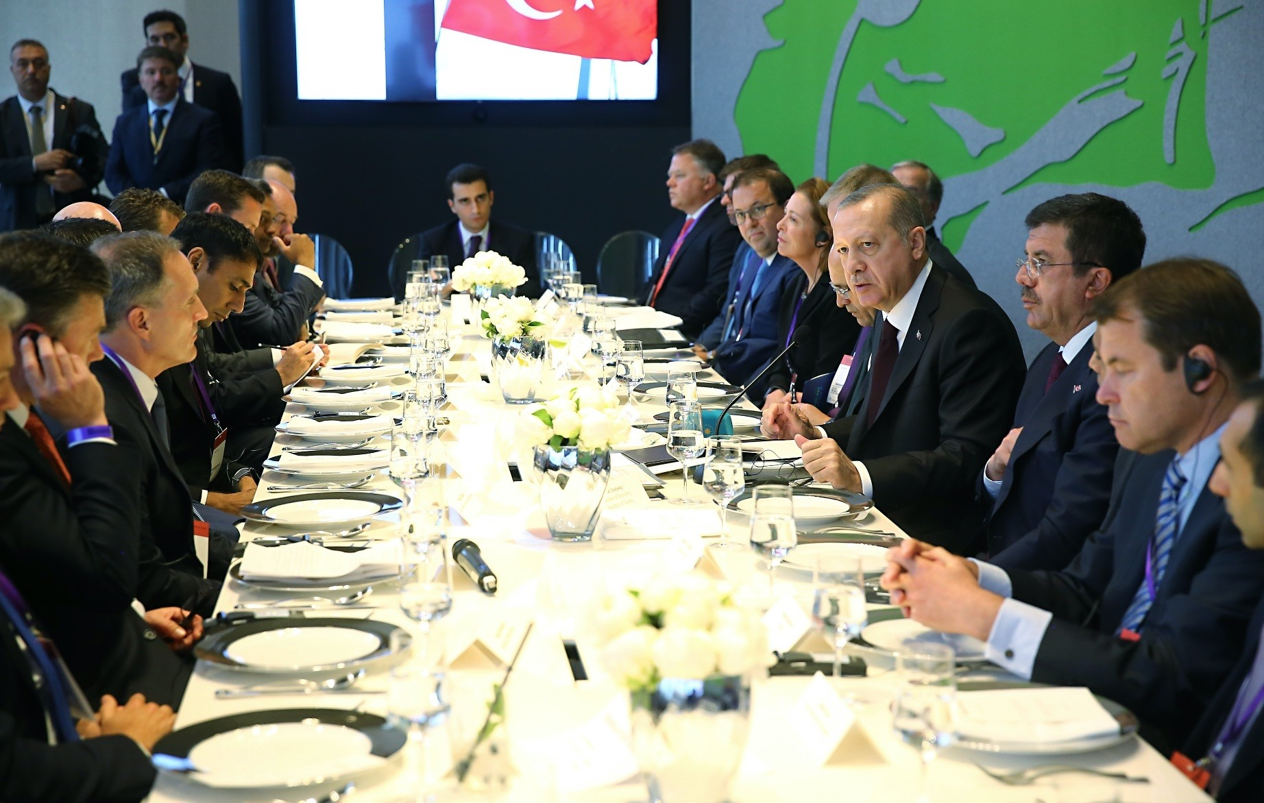 President Recep Tayyip Erdou011fan meets with British investors at a lunch in London yesterday.