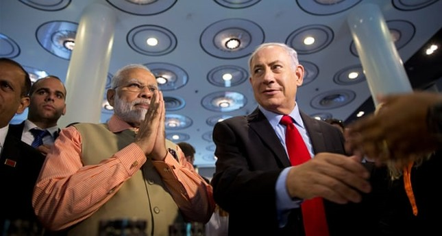 Indian Prime Minister Narendra Modi (L) and Israeli Prime Minister Benjamin Netanyahu attend an Innovation conference with Israeli and Indian CEOs in Tel Aviv, Israel. (Reuters Archive Photo)