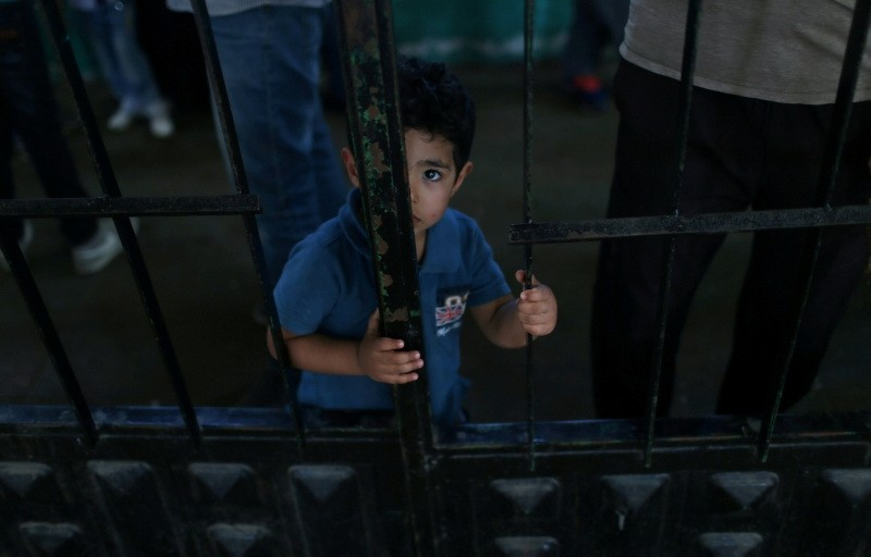 A Palestinian boy waits to travel into Egypt through the Rafah border crossing, in the southern Gaza Strip, May 18, 2018. (Reuters Photo)