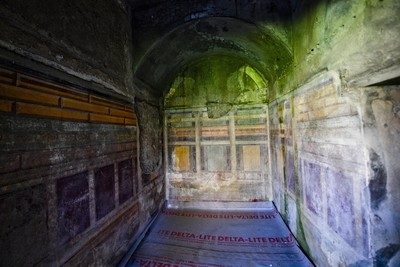 Street of balconies discovered in Italy's Pompeii