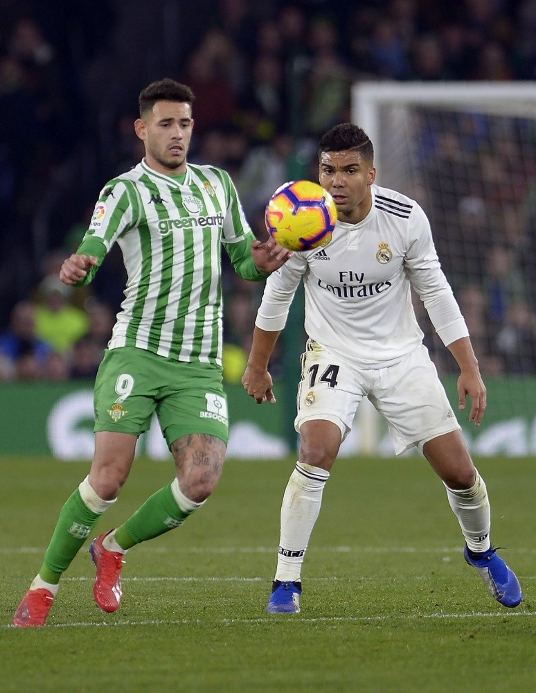 Real Madridu2019s Casemiro (R) vies with Real Betisu2019 Paraguayan forward Arnaldo Tonny Sanabria during the Spanish League match between Real Betis and Real Madrid CF at the Benito Villamarin stadium in Seville on Jan. 13, 2019.