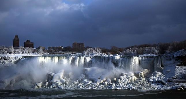 Bitter Cold Turns Niagara Falls Into Narnia Like Winter