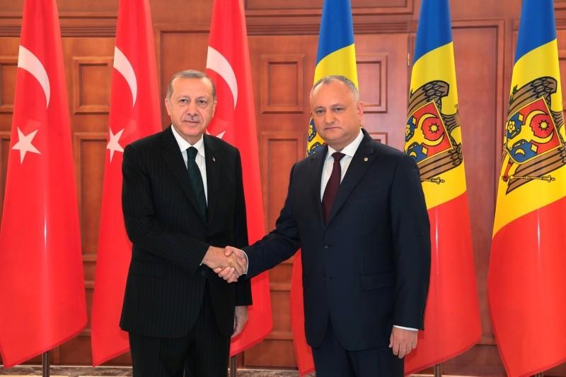 President Recep Tayyip Erdou011fan meets with Moldova's President Igor Dodon in Chisinau, Moldova, Nov. 17, 2018. (Presidential Press Office/Handout via Reuters)