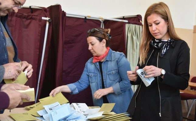 Votes have been recounted in many disticrts of Turkey following speculations about the March 31 local elections, including İzmir's Bergama, April 8, 2019.