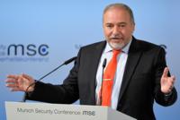دعا وزير الدفاع الإسرائيلي أفيغدور ليبرمان يوم الأحد إلى حوار مع الدول العربية السنية لهزيمة العناصر