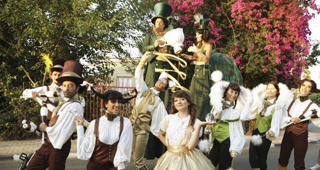 Tea Party will perform various shows while walking around in Palmarina Bodrum featuring ball juggling, unicycles, jugglers and stumpgs.