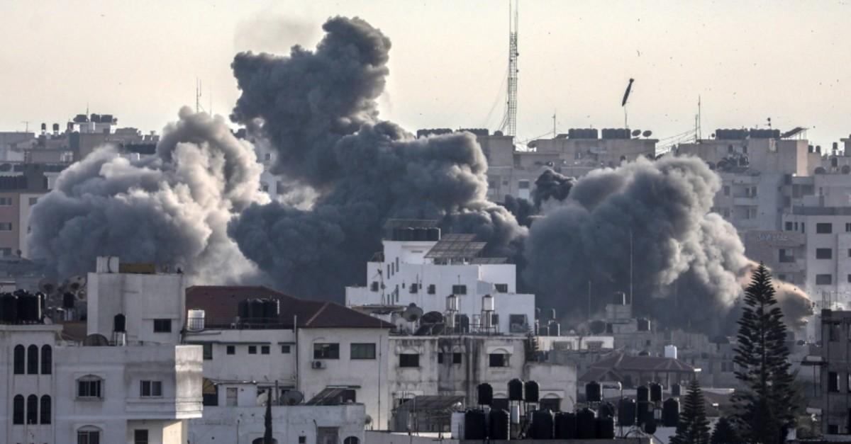 Smoke billows as Israeli missiles are dropped during airstrikes on Gaza City, 05 May 2019. (EPA Photo)