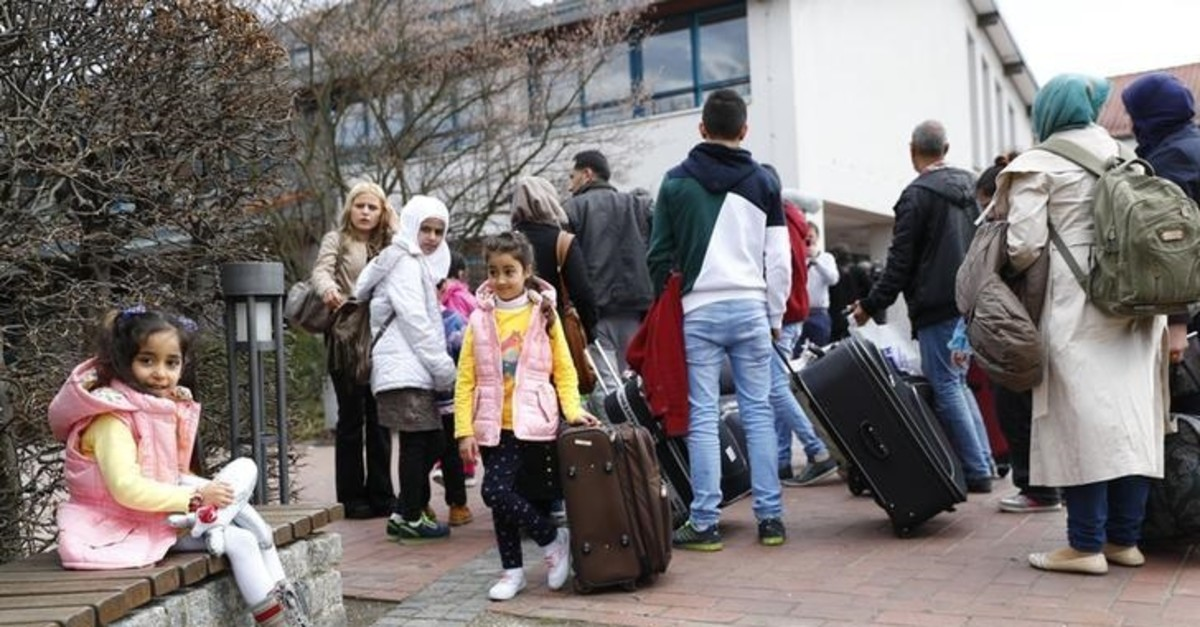 Syrian refugees arrive at the camp for refugees and migrants in Friedland, Germany April 4, 2016 (Reuters Photo)