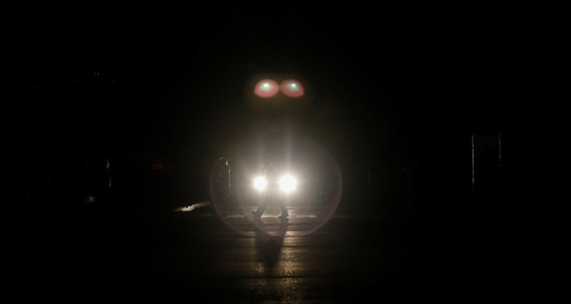 People walk on the street during a blackout in Caracas, Venezuela March 7, 2019. (Reuters Photo)