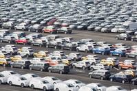 |VW-Fahrzeuge im Hafen von Emden (DPA)