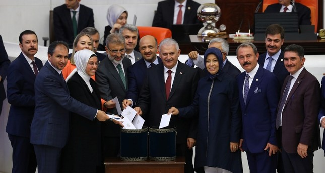Former PM Binali Yıldırım casts his vote for the parliament speaker election alongside AK Party deputies in the second round of voting. (AA Photo)