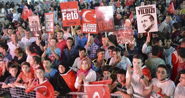 الأتراك يتظاهرون صوناً للديمقراطية لليوم السادس على التوالي