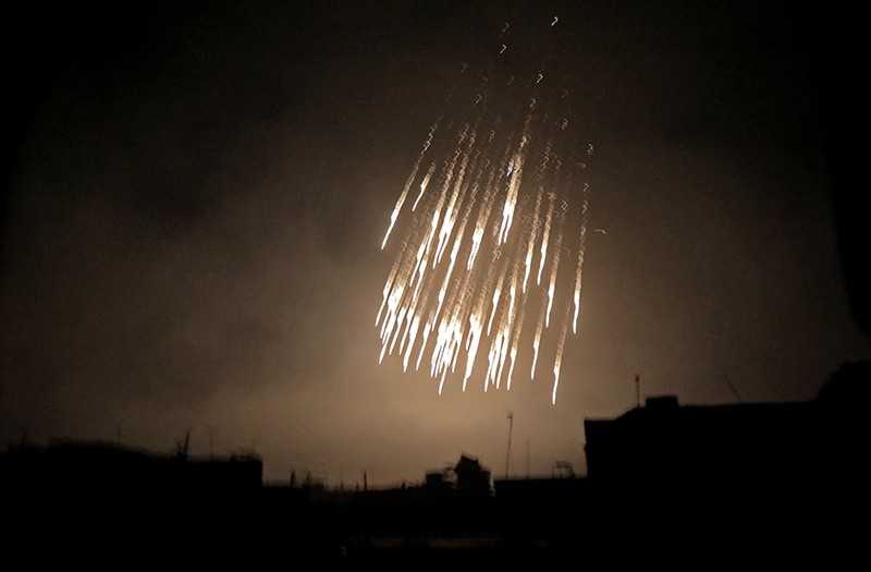 A picture taken early on March 23, 2018 shows what appears to be white phosphorus incendiaries landing during regime bombardment in Douma in eastern Ghouta on the outskirts of the capital Damascus. (AFP Photo)