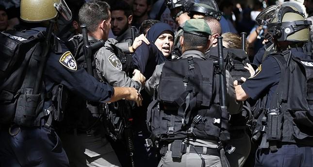 الشرطة الإسرائيلية تقتحم المسجد الأقصى وتصيب وتعتقل مصلين