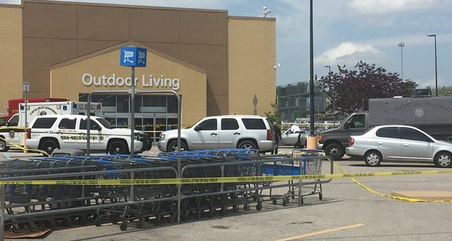 8 people found dead inside truck at Texas parking lot