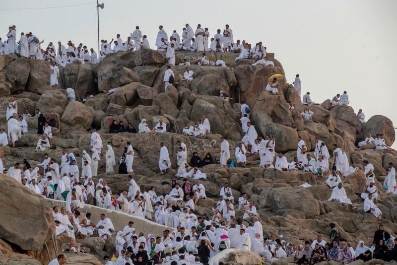 Muslim pilgrims gather at the Jabal Al Rahma holy mountain, or the mountain of forgiveness, at Arafat for the annual Hajj pilgrimage outside the holy city of Mecca, Saudi Arabia, Monday, Aug. 20, 2018. (AP Photo)