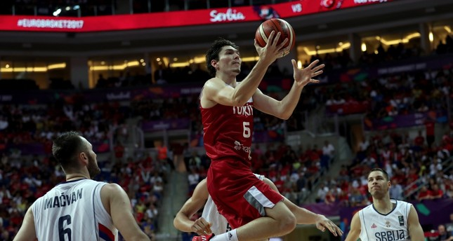 Cedi Osman (C) in action during the EuroBasket 2017 group D match between Turkey and Serbia.