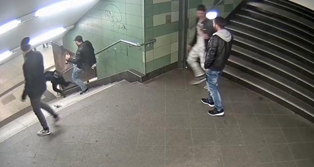 Berlin: Fast drei Jahre Haft für Tritt auf der U-Bahn-Treppe