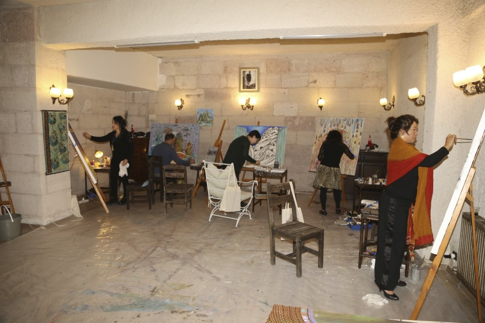 Ten painters, sculptors and graphic artists will participate in the camp held in Nevu015fehir.