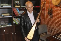 Deep interest in Nakhichevanian instrument combining tambour, saz and çeng