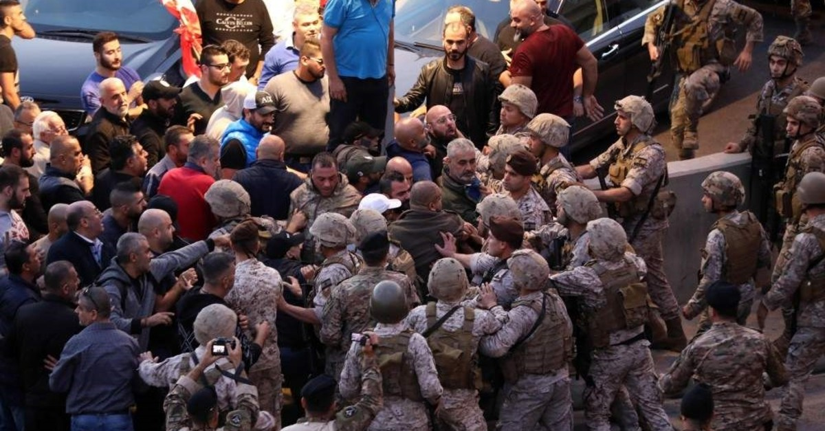 Backers of the Free Patriotic Movement (FPM) founded by the Lebanese president scuffle with soldiers, Baabda, Dec. 1, 2019. (AFP Photo)
