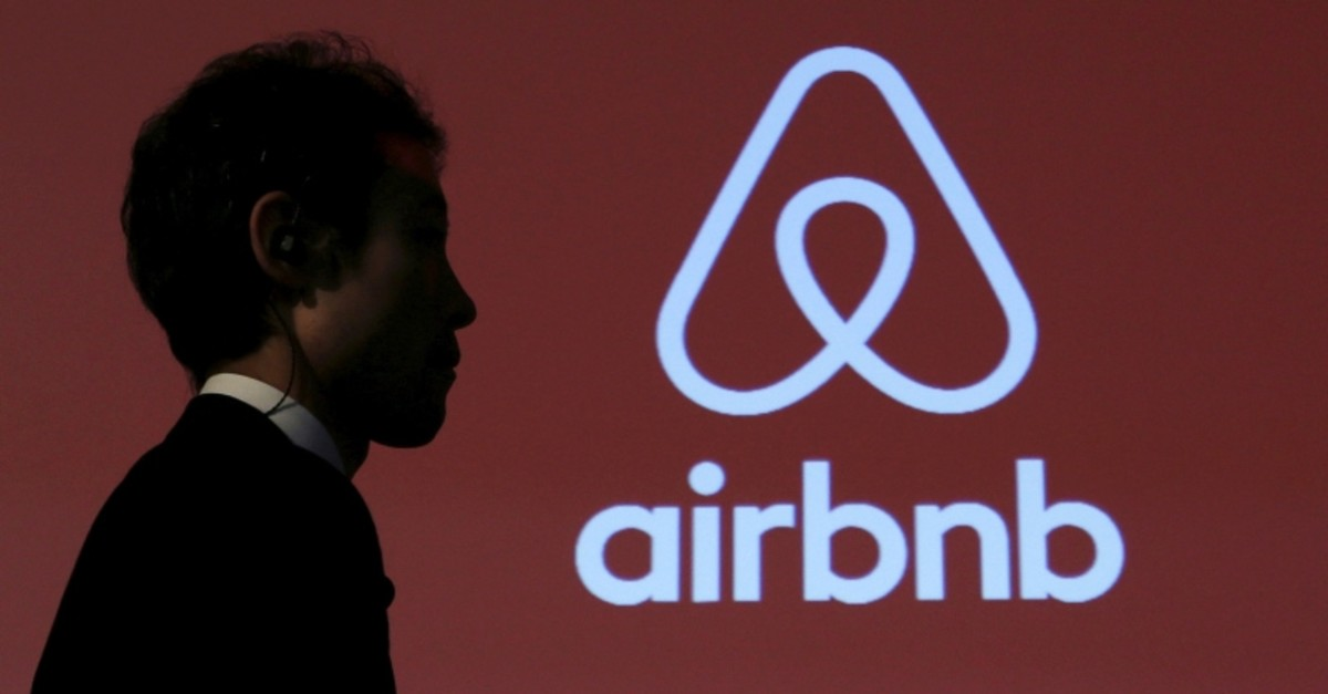 A man walks past a logo of Airbnb after a news conference in Tokyo, Japan, November 26, 2015. (REUTERS Photo)