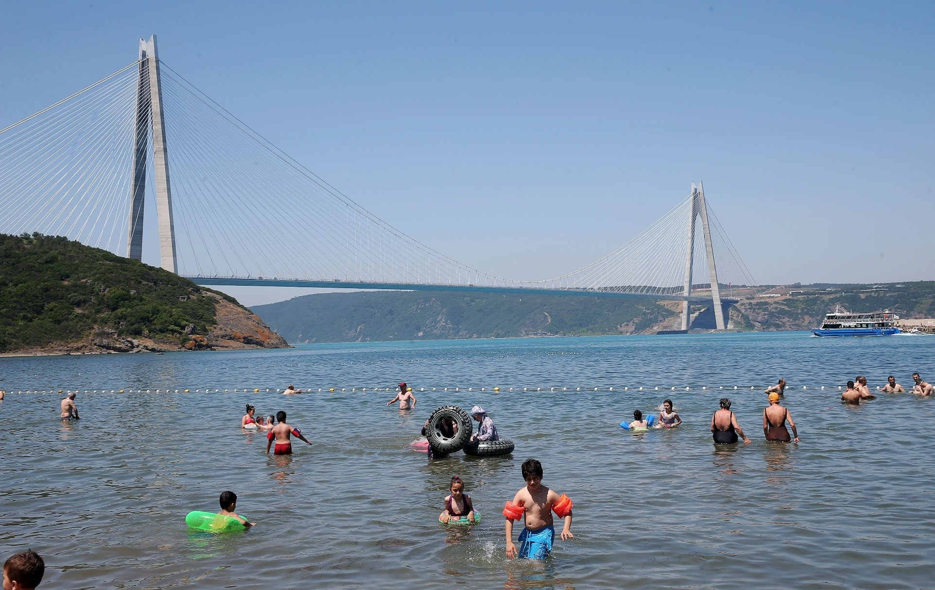 Residents of Istanbul escaped from the heat by crowding all nearby beaches. Temperatures are expected to return to normal today.