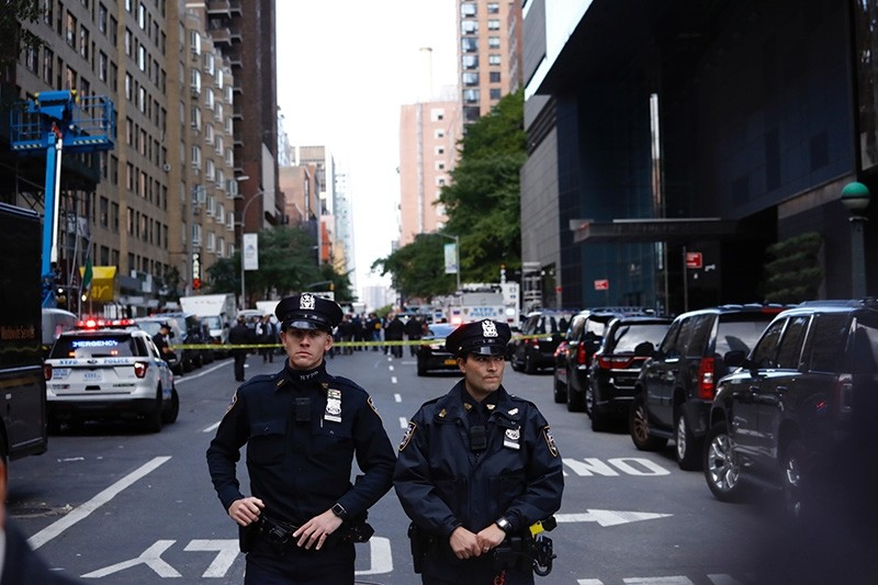 Police stand guard in a closed street after a bomb alert at the Time Warner offices in New York, New York, USA, Oct. 24, 2018. (EPA Photo)