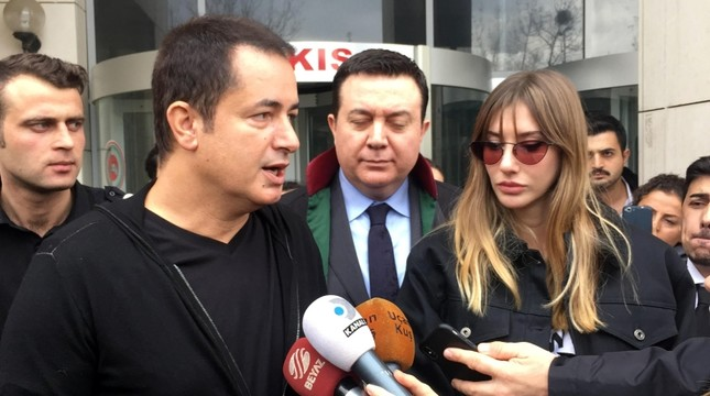 Turkish TV producer Acun Ilıcalı (L) and his ex-wife Şeyma Subaşı speak to reporters after their divorce hearing at a courthouse in Istanbul, Nov. 26, 2018. (IHA Photo)