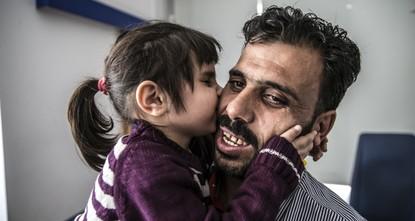 Syrian girl in Turkey regains sight lost in Assad regime airstrike