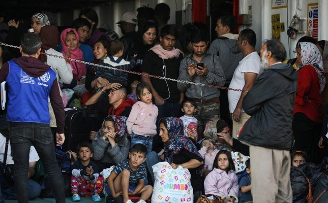 Refugees and migrants arrive on a passenger ferry from the island of Samos, at the port of Elefsina, Athens, Oct. 22, 2019. (REUTERS Photo)
