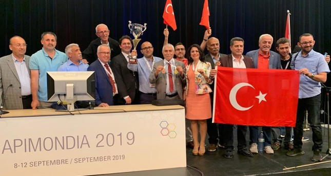 Turkish beekeepers win world's best honey award in Canada