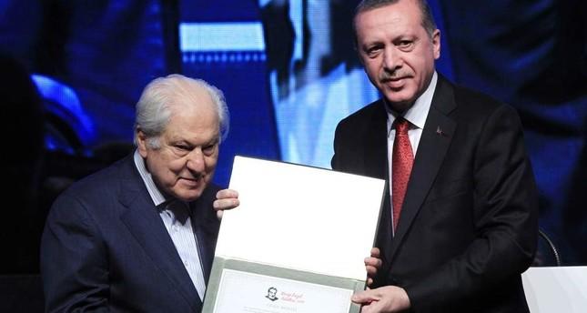 Erdoğan awards cultural, artistic heritage figures