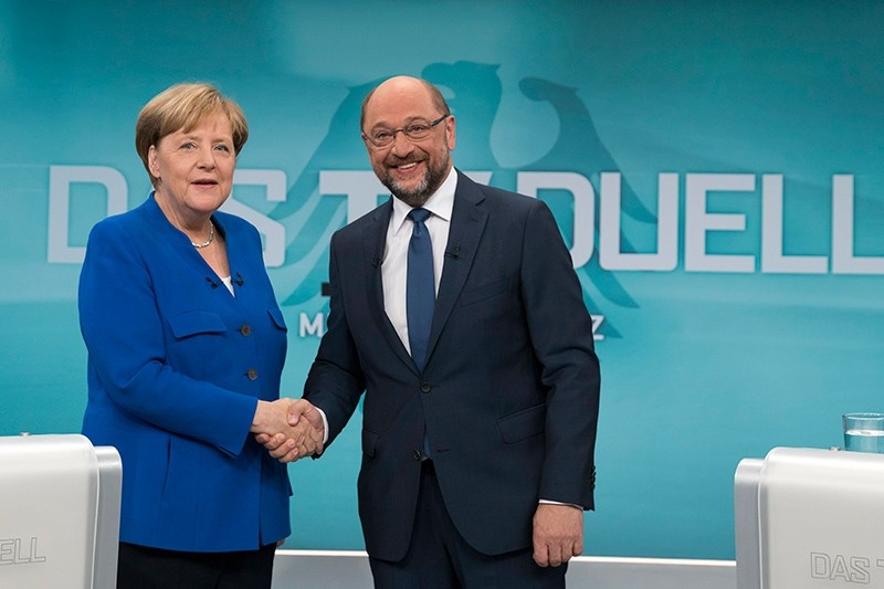 A handout picture released by German TV broadcaster WDR shows German Chancellor Angela Merkel (L) of the CDU and Martin Schulz, leader of the SPD shaking hands prior to their TV debate in Berlin, Germany, Sept. 3, 2017. (via EPA)