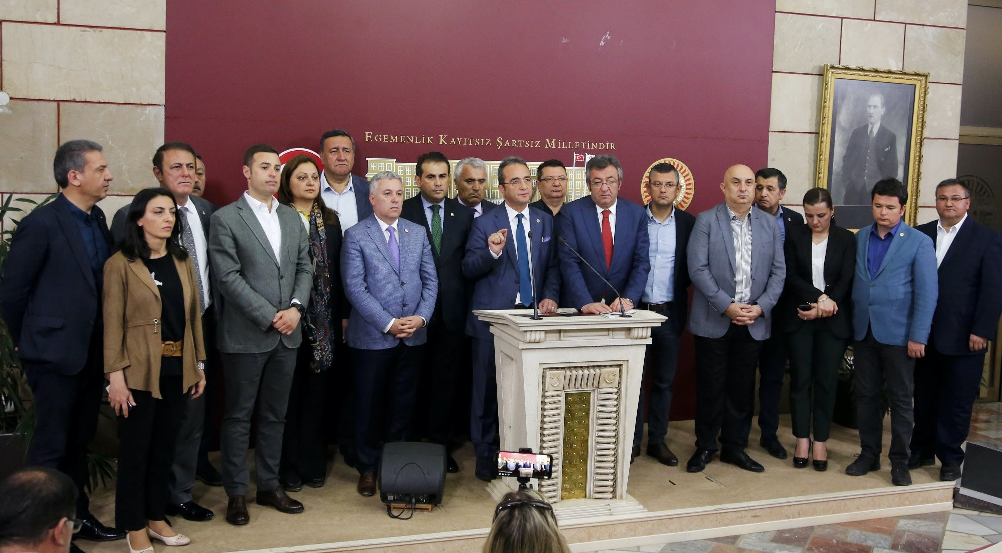 Fifteen CHP deputies who switched their allegiance to the u0130P over the weekend look on as four senior CHP party executives explain why these deputies were seen as disposable.