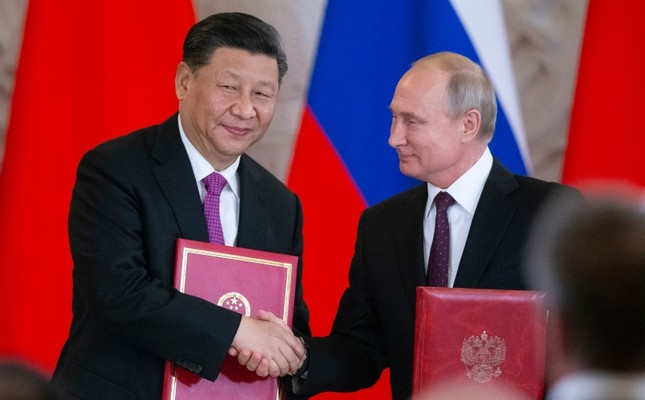 Russian President Vladimir Putin, right, and Chinese President Xi Jinping exchange documents during a signing ceremony following their talks in the Kremlin in Moscow, Russia, Wednesday, June 5, 2019. (AP Photo)