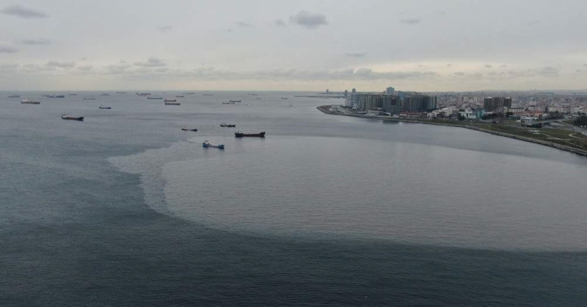 Maritime pollution has particularly increased on Istanbul's Zeytinburnu coast. (DHA Photo)