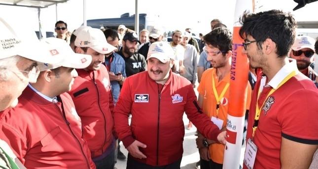 طلاب أتراك يعرضون مهاراتهم في سباق الصواريخ بمهرجان تكنوفست التكنولوجي