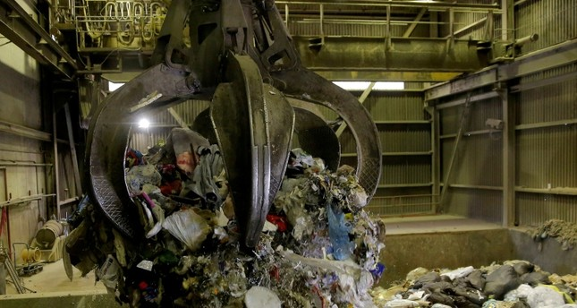 Garbage is dropped from a grappler into a hopper, where it will be fed into a combustion chamber and incinerated at the Vancouver Waste-To-Energy garbage facility where garbage shipped from the Philippines will be processed in Burnaby (Reuters Photo)