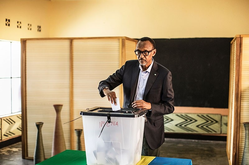 Incumbent Rwandan President Paul Kagame proceeds to cast his vote in Kigali, on August 4, 2017. (AFP Photo)