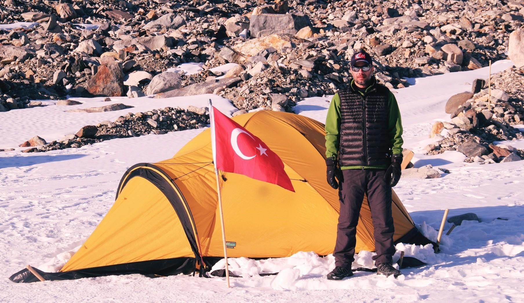 Turkish researcher Mehmet Yeu015filtau015f conducted his studies at Belgiumu2019s base on Antarctica.