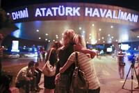 Die Zahl der Opfer des Terroranschlags auf den Istanbuler Flughafen Atatürk am Dienstagabend ist auf 43 gestiegen, sagte der türkische Innenminister. Efkan Ala sprach bei einer Pressekonferenz am...