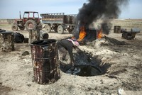 YPG suspends oil deals with Assad regime as US sanctions Iran-tied middlemen