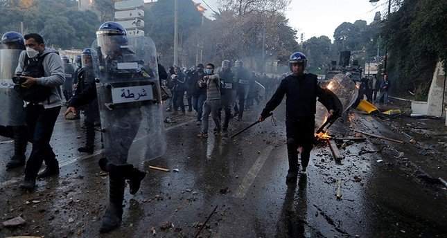 Anti-riot police officers clash with people protesting against President Abdelaziz Bouteflika's plan to extend his 20-year rule by seeking a fifth term in April elections in Algiers, Algeria, March 1, 2019. (Reuters Photo)