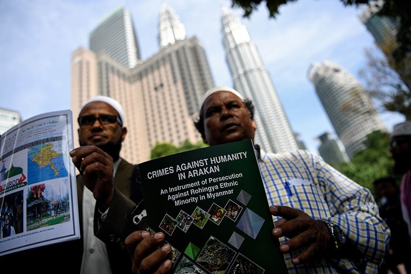 Rohingya refugees living in Malaysia gather outside the venue of the Extraordinary Session of OIC on the Rohingya situation in Myanmar, in Kuala Lumpur on January 19, 2017. (AFP Photo)
